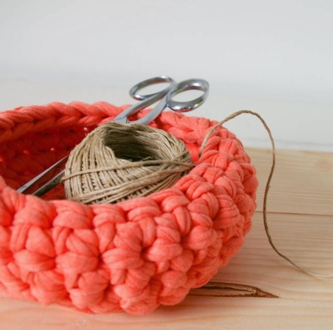 http://tangerinette.bigcartel.com/product/corbeille-au-crochet-corail
