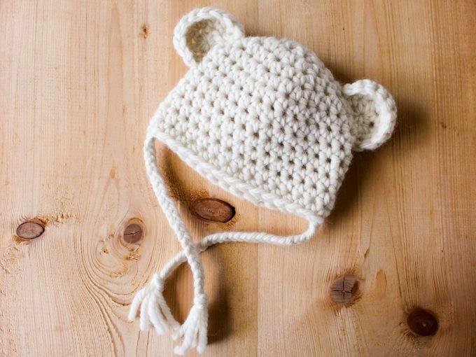 patron du petit bonnet au crochet petit ourson des neiges. Black Bedroom Furniture Sets. Home Design Ideas