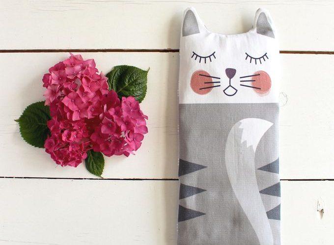 Sacha le chat : la bouillotte en graines de lin