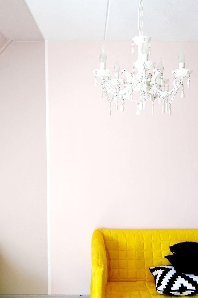 http://frivolebysuus.blogspot.fr/2016/04/im-back-sneak-peek-my-sisters-room.html