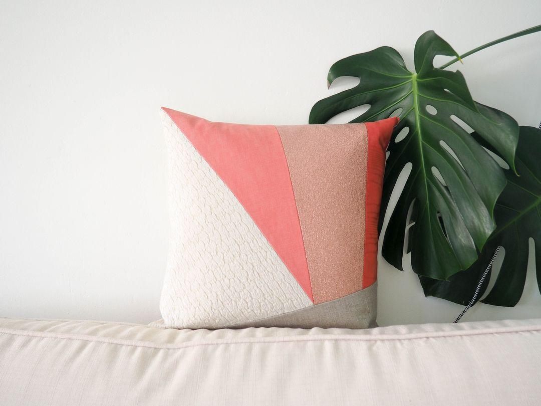 maison popineau des coussins d 39 art. Black Bedroom Furniture Sets. Home Design Ideas