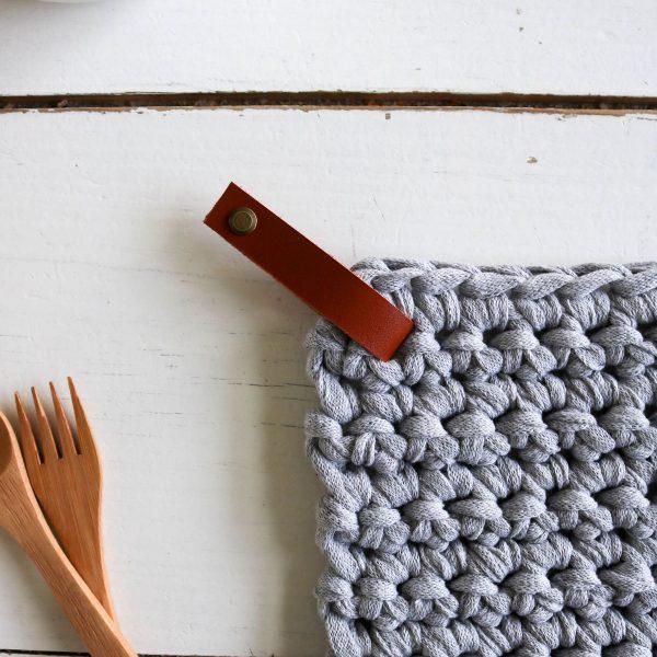 manique dessous de plat pose plat7 crochet coton recyclé lien en cuir (14)