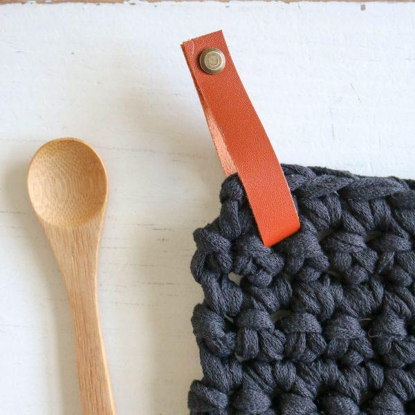 manique dessous de plat pose plat7 crochet coton recyclé lien en cuir (8)